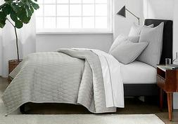 Under The Canopy® Ogee Satin Weave Full/Queen Quilt in Grey