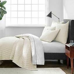 Under The Canopy Ogee Satin Weave Quilt - Ivory - Size: King